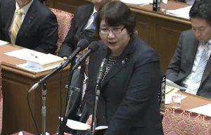 2015年2月27日の予算委員化でTPP交渉からの撤退を求める高橋ちづ子(「衆議院インターネット審議中継」より)